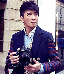 Nicky Wu with Canon camera on the streets of Paris 20120207.jpg
