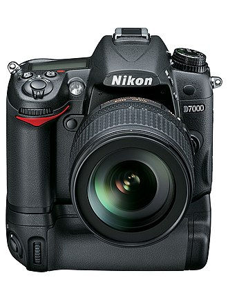 Nikon D7000 - Image: Nikon D7000 + MB D11 Battery grip