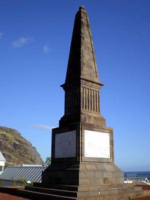 Invasion of Île Bonaparte - Image: Obélisque des Français à La Redoute (La Réunion)