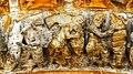 Oloron Cathédrale Sainte-Marie détail du tympan les pêcheurs de saumon.jpg