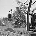 Ontginning, grondbewerking, egaliseren, bezanden, draglines, waterregge, Bestanddeelnr 159-0471.jpg