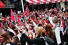 Norwegische Trachten zum Nationalfeiertag