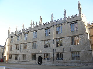 Image shows the facade of the historic Bodleian Library on a sunny day.