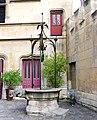 P1130198 Paris V rue du Sommerard n°24 hôtel de Cluny puits rwk.JPG