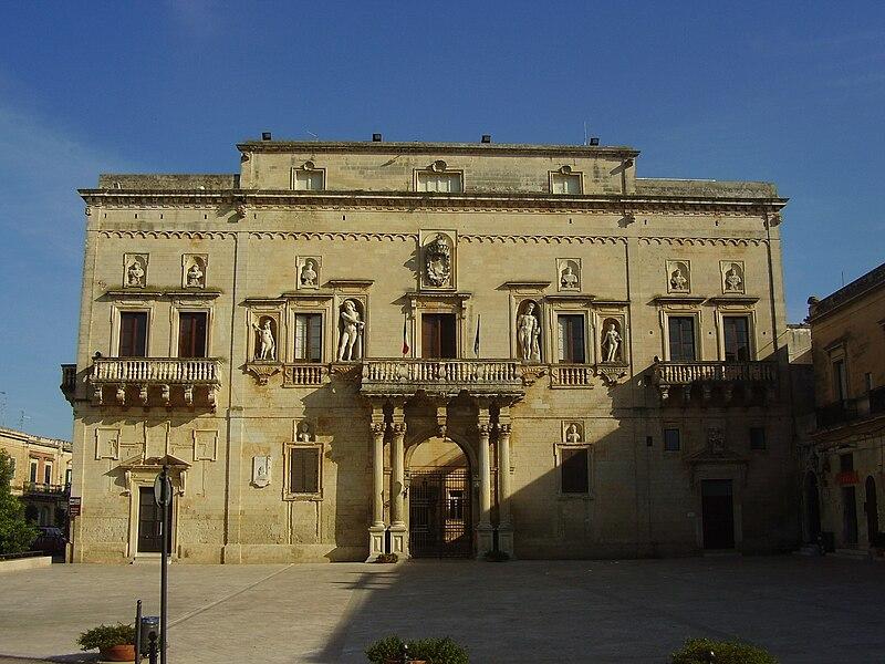 File palazzo ducale san cesario di wikimedia for Albanese arredamenti san cesario lecce