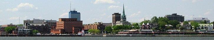 Centre-ville de Trois-Rivières vu du fleuve Saint-Laurent
