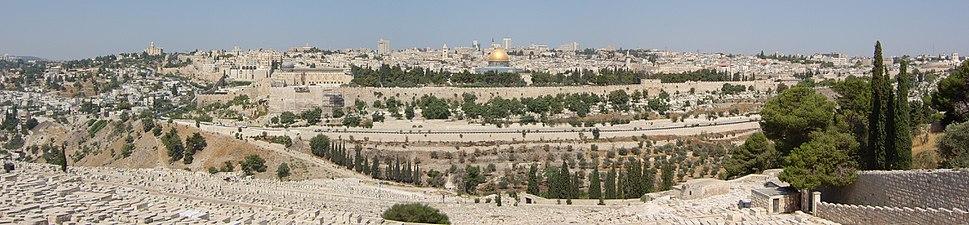 העיר העתיקה במבט מהר הזיתים (קיץ 2010)