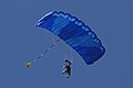 Parachutiste en tandem Aérodrome d'Arcachon - La Teste-de-Buch..jpg