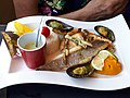 Parillada de poissons grillés et coquillages (O'petits oignons).jpg