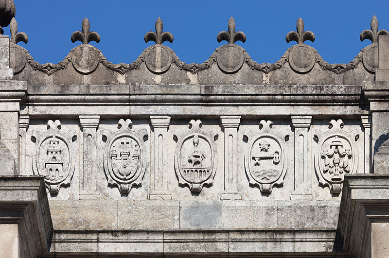 https://upload.wikimedia.org/wikipedia/commons/thumb/b/b6/Pazo_de_San_Marcos._Edificio_da_Deputaci%C3%B3n_de_Lugo._Galiza-2.jpg/800px-Pazo_de_San_Marcos._Edificio_da_Deputaci%C3%B3n_de_Lugo._Galiza-2.jpg