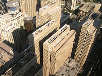 The Divergent Series: Insurgent - The zip-line scene in Insurgent was filmed at the roof of Peachtree Center.
