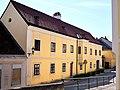 Pfarrhaus Hauptstr 31 Bad Vöslau 300 6885.jpg