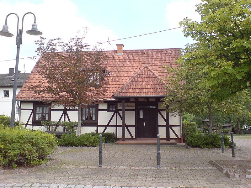 File:Pfarrheim Niederschlettenbach.JPG