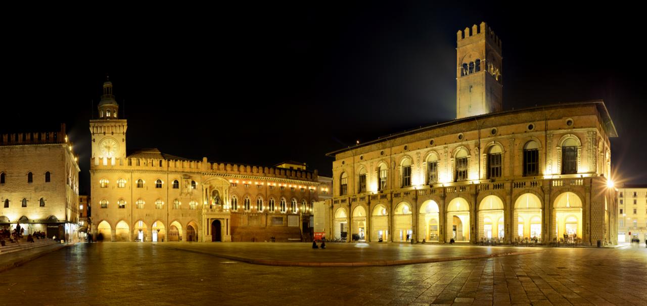 1280px-Piazza_maggiore_Bologna.png