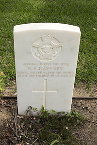 Pilot Officer B A Raftery gravestone in the Wagga Wagga War Cemetery.jpg