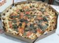 Pizza Margherita com borda de pãozinho recheada.png