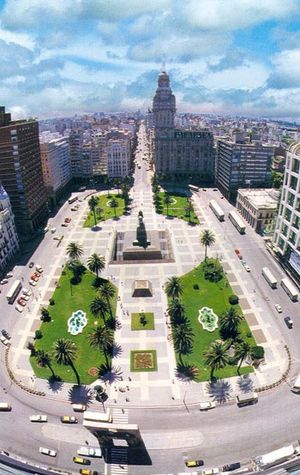 Palacio Salvo - Image: Plaza Independencia