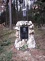 Pomník Odstrčila u Netína.JPG