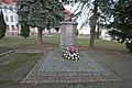 Pomník obětem II. světové války (Skuteč).JPG