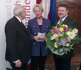 Brigitte Hamann - Presentation of the Honorary Prize of the Austrian Booksellers to Brigitte Hamann in the Vienna City Hall on 22 November 2012.  To the left: the eulogist, Prof. Gerald Stourzh, to the right city councillor Michael Ludwig