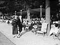 Publiek in het park, Bestanddeelnr 255-8695.jpg