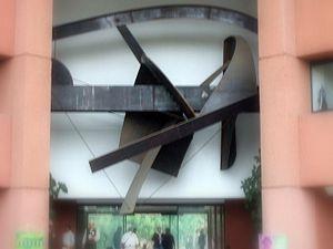 """Generación de la Ruptura - Sculpture """"Puerta del tiempo"""" at the Universidad Autónoma Metropolitana"""