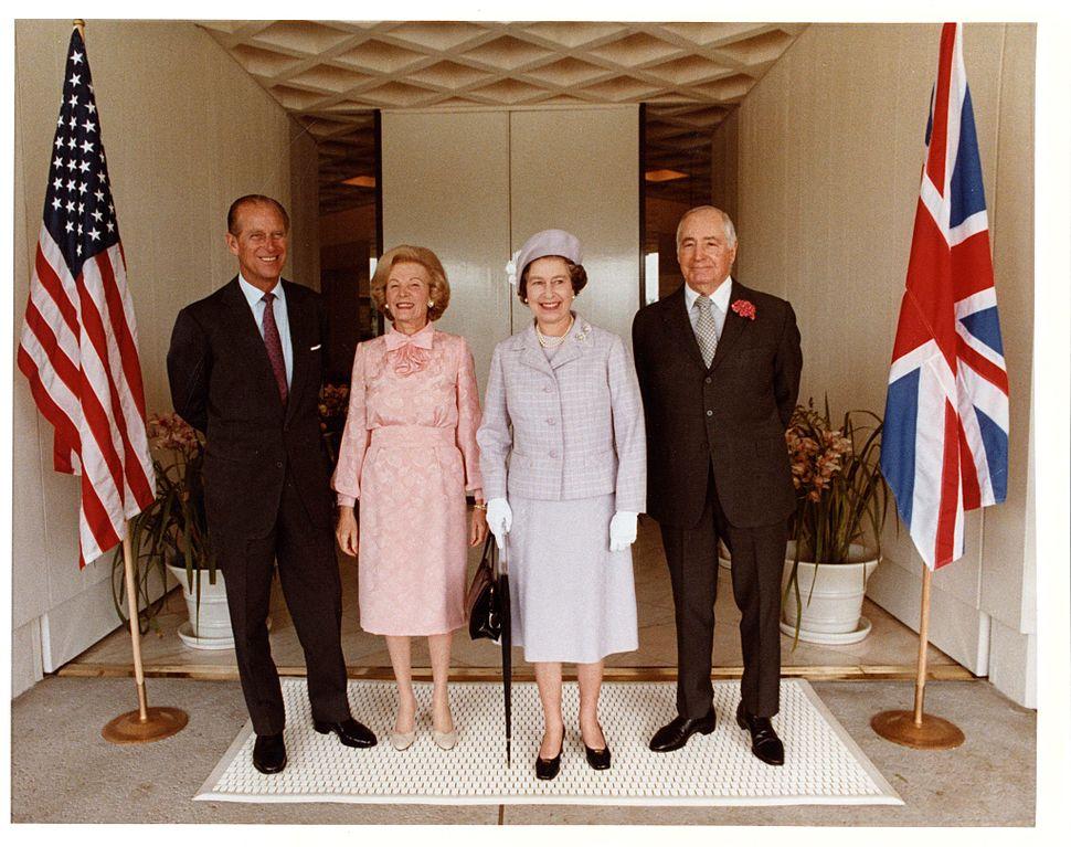 Queen Elizabeth and prince Phillip visit Sunnylands