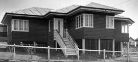 Queensland State Archives 1558 House at Corner Tranters Avenue and Stanley Road Camp Hill c 1950.png