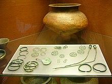 Römischer Schmuck — Exponate in der Archäologischen Staatssammlung München.JPG