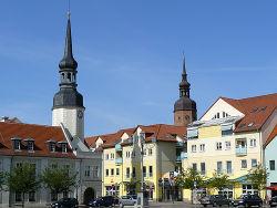 Rathaus und Kreuzkirche in Spremberg.jpg