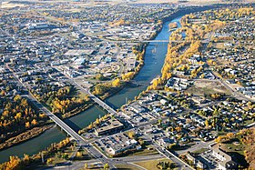 Vue aérienne, ponts du centre-ville de Red Deer
