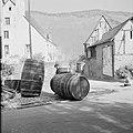 Reinigen van wijnvaten met heet water, Bestanddeelnr 254-4128.jpg