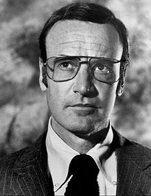 Richard Anderson as Oscar Goldman.JPG