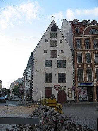https://upload.wikimedia.org/wikipedia/commons/thumb/b/b6/Riga%2C_d%C5%AFm_v_centru.jpg/330px-Riga%2C_d%C5%AFm_v_centru.jpg