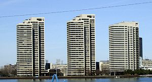 Riverfront Towers - Image: Riverfront Towers 123fromwindsor