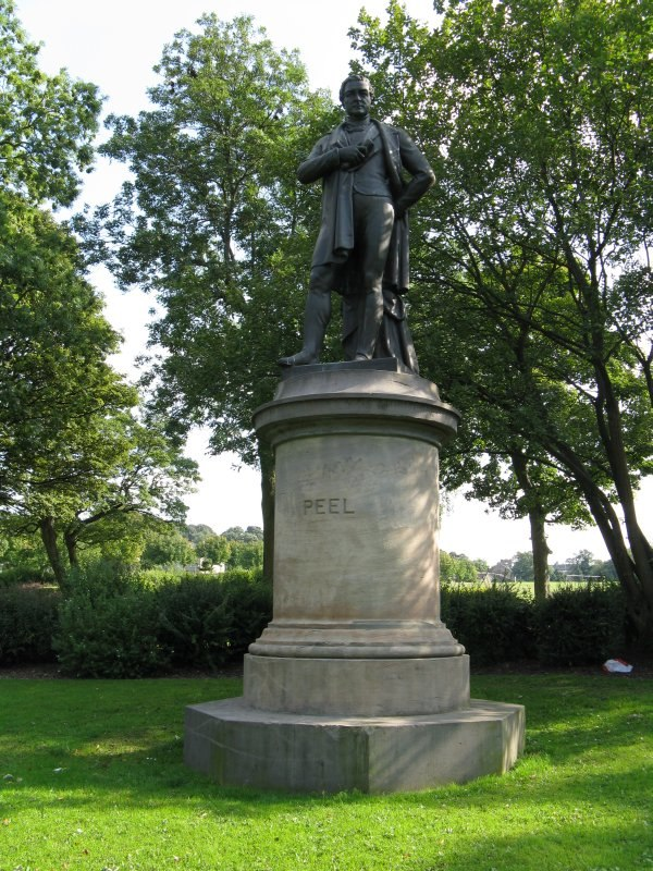Robert Peel statue, Peel Pk, Bradford-800