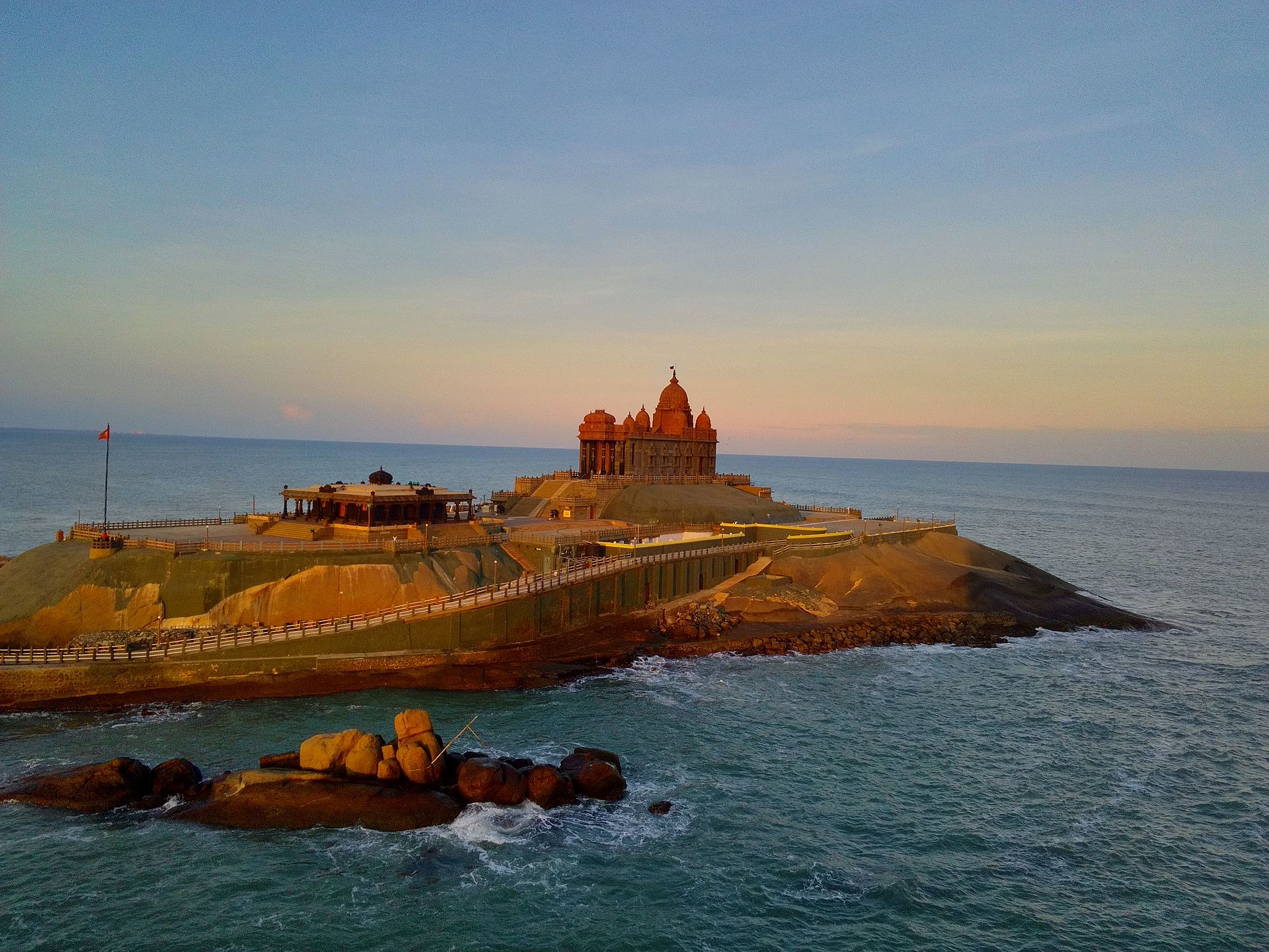 kanyakumari the tourist centre description Tourism of kanyakumari: explore things to do, places to visit, best time to visit,   besides its importance as a hindu pilgrim center, it is famous for its beautiful.