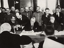 RomanianPMMarghilomanSigningBucharestPeaceTreaty1918.jpeg