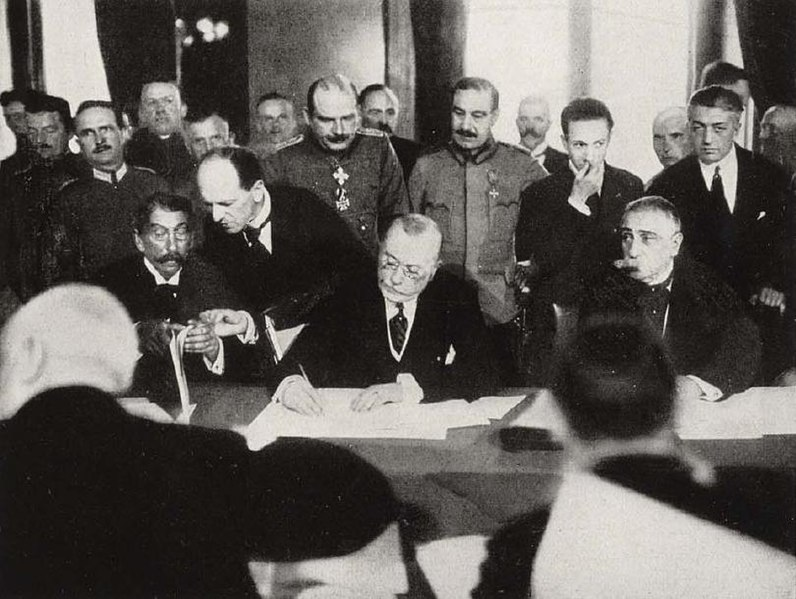 Fájl:RomanianPMMarghilomanSigningBucharestPeaceTreaty1918.jpeg