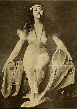 Ruth Roland - Roland in 1916