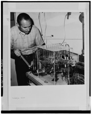 SCIENTIST BRENT DALRYMPLE ADJUSTING MASS SPECTROMETER VACUUM FLIGHT TUBE, 1971. - U.S. Geological Survey, Rock Magnetics Laboratory, 345 Middlefield Road, Menlo Park, San Mateo HAER CAL,41-MENPA,5-31.tif