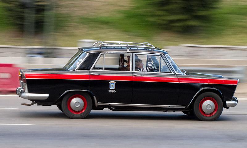 800px-SEAT_1500_-_Taxi_de_Madrid_-_Barri