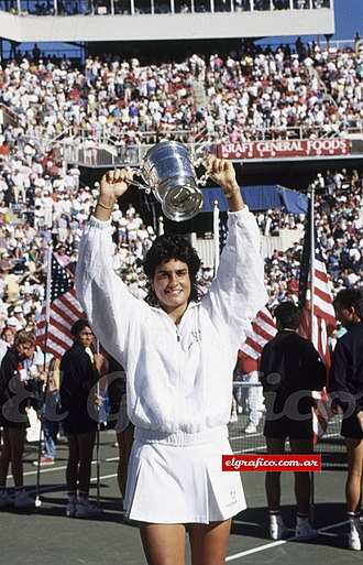 Gabriela Sabatini - Sabatini raising the trophy won at the 1990 US Open after her victory over Steffi Graf