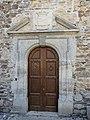Sainte-Eulalie-d'Olt château porte.jpg