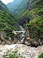Salto del tigre, con puente , Tiger leaping gorge - panoramio.jpg