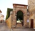 San quirico d'orcia, horti leonini, ingresso e mura 03.jpg