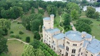 File:Schloss Babelsberg Rundflug Full HD.webm