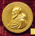 Scuola romana, medaglia di pio V, battaglia di lepanto con angelo, 1571, recto, br. dorato.JPG