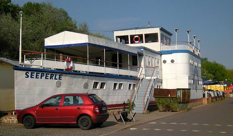 File:Seeburg am Süsser See - Restaurant auf Schiff an Land.jpg
