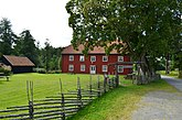 Fil:Seglora gamla prästgård från öster.JPG